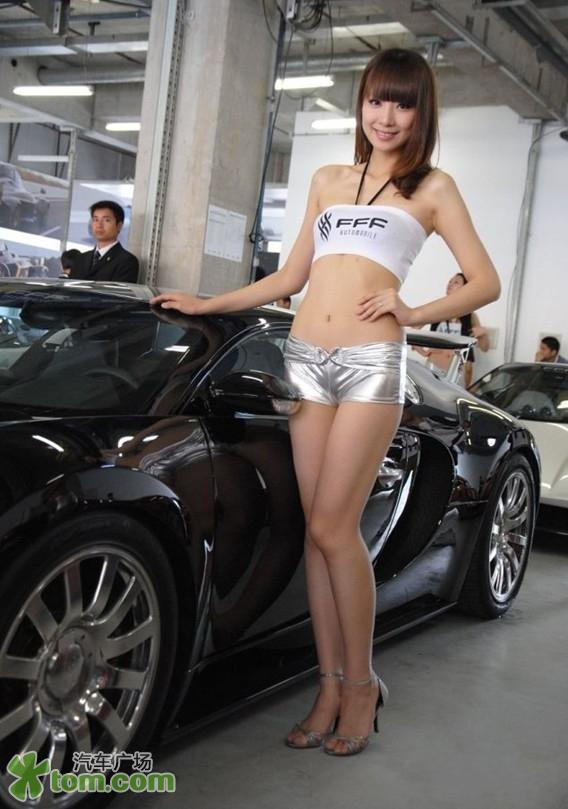 车模性感秀美腿 令男人失守防线 汽车频道