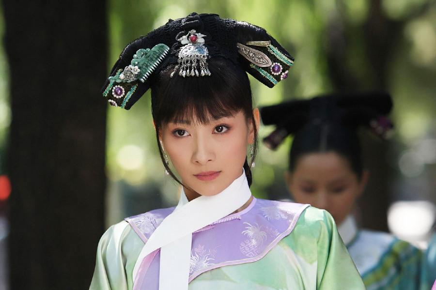 剧中妃嫔服饰   跨越时空重回清朝宫廷装   代后宫众嫔妃高清图片