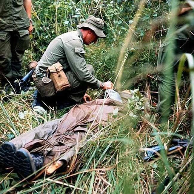 越战中的暴行:当众剥光姑娘 烤人肉吃 读书频道