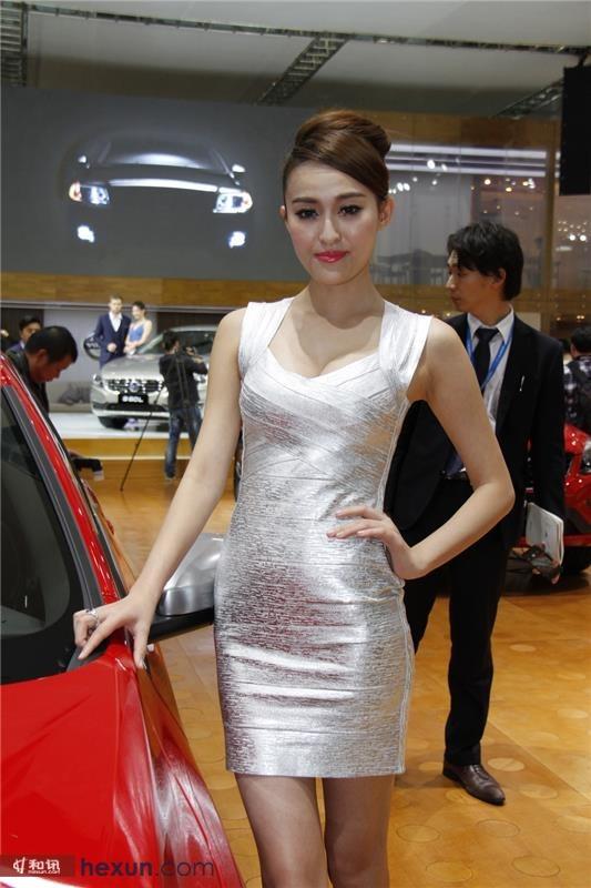 2013广州车展:中西美女车模悉数亮相