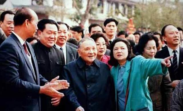1992年邓小平南巡彩照 开放领路人推动改革前进