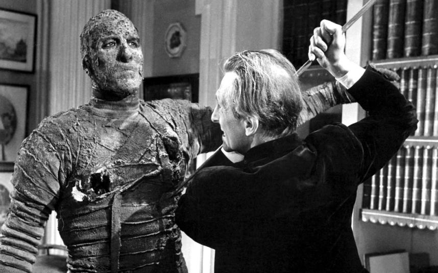 970年出演《福尔摩斯秘史》而在美国获得关注.图为《木乃伊》剧